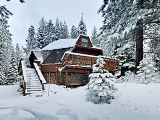 Unique Geodesic Design 4BR w/ Hot Tub at Tahoe Donner, Near Skiing & Golf