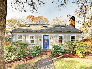 Adorable 4BR/2BA Classic Cape Cod Cottage -- Just Steps to Long Pond
