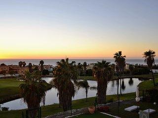 Tres bel appartement superbe vue panoramique mer premiere ligne de golf