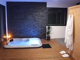 Location nuit ou semaine d'une suite romantique avec spa et sauna privatif