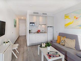 Apartamento nuevo frente al mar en Pedregalejo.