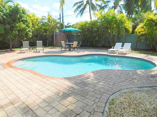 Tropical Cabana 2/2 for 6 Private  Heated Pool