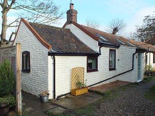 Fisherman's Cottage: 19th Century Luxury Single Storey Brick & Flint Cottage