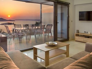 400 m from the beach and infinity pool at villa Alexis Zorbas. 25 min to Chania.