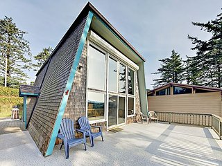 "Half Mile to Beach! 2-Unit ""Sky Beach Cabin"" w/ 2 Decks & Ocean Views"