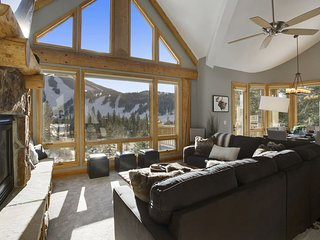 Lakota Mountainlodge Luxury Retreat - Views/FREE Activities/Hot Tub/FREE Shuttle