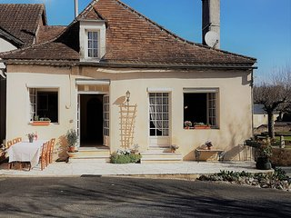 3 bed 17th century house, 250mtr to communal swimming pool and restaurant/shop.