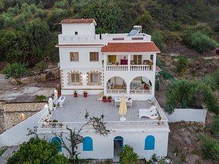 Amalia-3 bedroom villa with garden