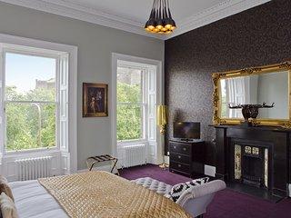 Edinburgh Castle Suite * The Old Town