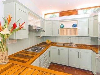 Oceanfront Cliffside 2-BR Villa #76976