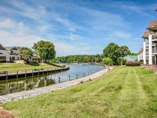 NEW! Luxury Lake Norman Waterfront Condo w/ Pool, 4-Star Restaurant, Lake Views