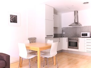 Cool Apartment Girona: 3rd floor overlooking the river