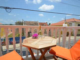 Dushi Pietermaai Apartment Tierra with private beach access