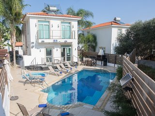 Mesogeios Luxury Villa 2, Jacuzzi/pool/Free WiFi