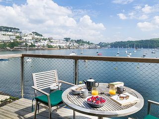Luxury Waterside Home for 6 or 8. Near Fowey - Spa, Free Parking, Dog Friendly