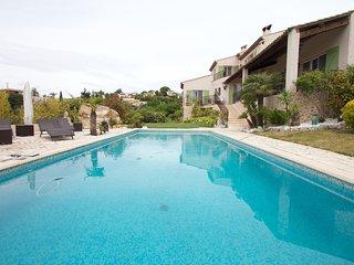 3 pièces dans villa piscine, jardin, court de tennis, fitness vue magnifique