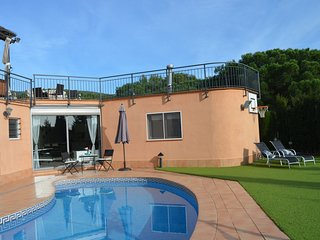 Blue Line 25KM BCN - Relax, piscina, sauna, jardín e increíbles vistas al mar.