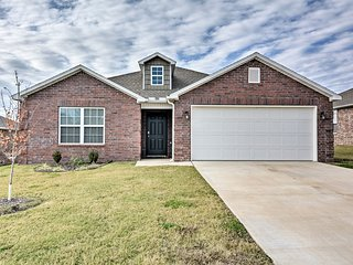 NEW! Bentonville House - 25 Miles to Fayetteville!