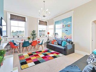 Grand Seaview Apartment - Direct Sea views - 10 mins to Pier