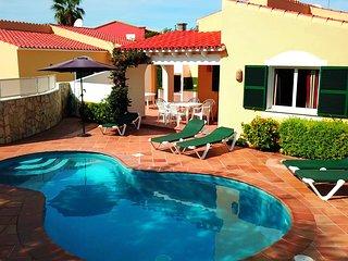 Villa Linardo 2   AireAcondicionado, a 200m de la playa y a 1,5Km de Ciudadela.