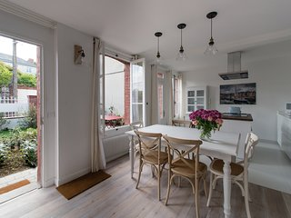 Traditional 2 bedroom shipowner's house in the heart of Honfleur