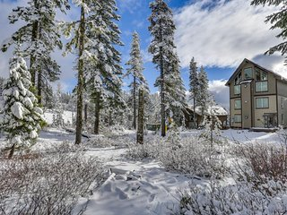 NEW LISTING! Luxury chalet w/private hot tub & entertainment - walk to slopes