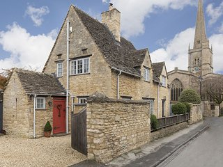 Church Cottage - Cosy character cottage with a sunny rose terrace, in the perfec