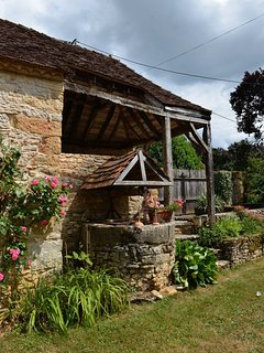 Stunning Rustic Farmhouse In The Heart Of The Dordogne, Sleeps Up To 10, Pool.
