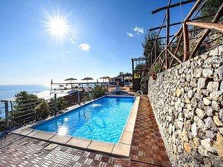 Amalfi Villa Sleeps 20 with Pool Air Con and WiFi - 5228996