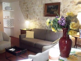Spacious apartment very close to the centre of Paris with Internet, Washing mach