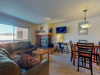 NEW LISTING! Cozy condo w/shared pool/hot tub & private balcony/jetted tub