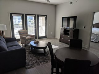 Luxury 1 Bedroom condo - Full Service
