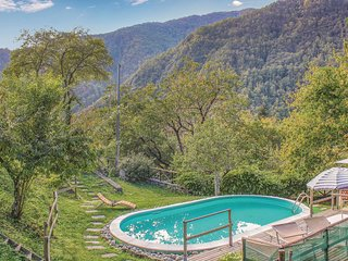 3 bedroom Villa in Vallico di Sopra, Tuscany, Italy : ref 5689195
