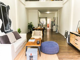 5stories, Big, cozy & modern house, 15min from Airport, For Foodie