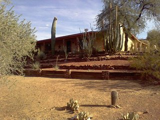 DESERT OASIS RURAL SEATING HORSE PROPERTY