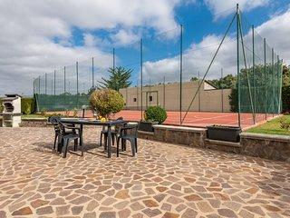 VILLETTA TENNIS 2: villetta con campo da tennis, 7 persone