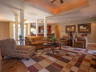 Quaint Quarters - 4 Bed/ 4 Bath Golf Villa perfect for Large Families!
