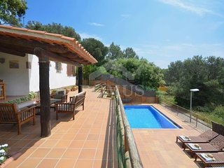2 bedroom Villa with Pool and WiFi - 5623734
