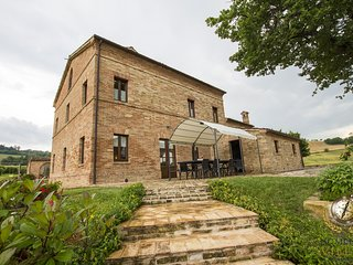 Villa Serena, Gorgeous villa with pool in Le Marche hills with amazing view
