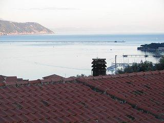 A pochi chilometri da Portovenere casa indipendente con vista sul mare.