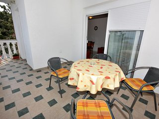 Njivice Apartment Sleeps 4 with Air Con and WiFi - 5464172