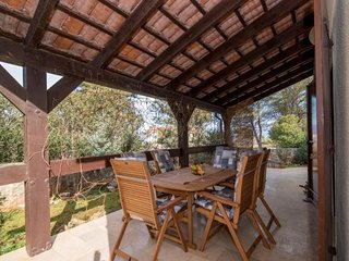 Holiday House Lazy Mornings - Three Bedroom Holiday House with Covered Terrace