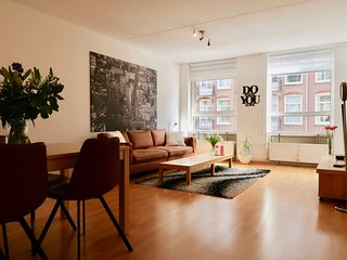 Apartment Close to City Center (shops, restaurants, grocery 1 min. to walk)