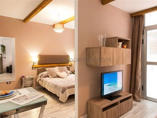 1 bedroom Apartment with Air Con, WiFi and Walk to Shops - 5622082