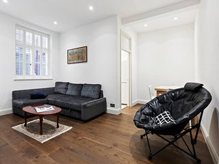 Sophisticated 1 Bed apt sleeps 4 near Chelsea