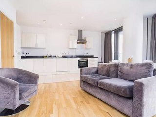 Sophisticated 2 bed apt in Stratford, 5min to tube