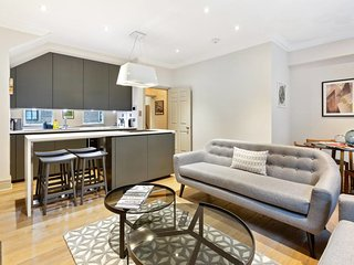 Elegant 2bed, 2.5bath townhouse in Central London.