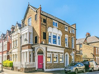 Spacious 2 Bed flat w/Private Courtyard in Clapham