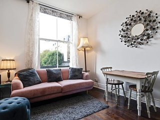Chic 1 bed apartment, Holloway, 1 min to station.