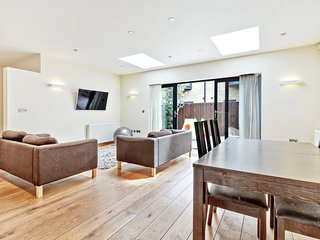 Stylish, Bright 3Bed, 2Bath Duplex in North London